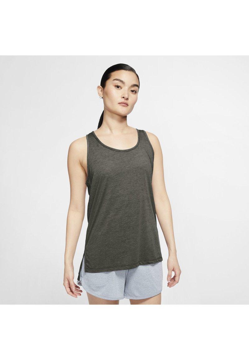 Nike Performance - YOGA LAYER TANK - Sportshirt - cargo khaki/heather/mystic stone/medium olive