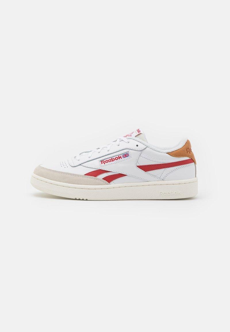 Reebok Classic - CLUB C REVENGE UNISEX - Sneakers laag - white/maroon red/chalk