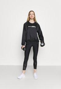 Under Armour - RECOVER SHINE CREW - Sweatshirt - black - 1