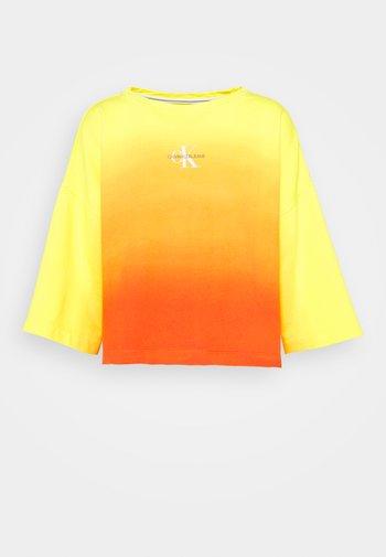 LOOSE BOAT NECK  - Collegepaita - yellow