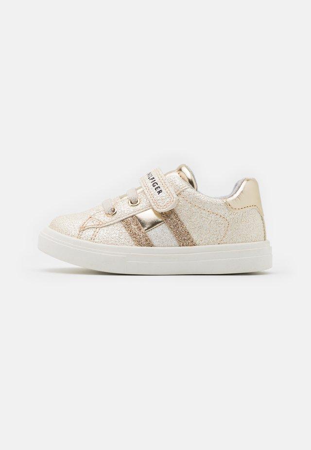 Sneakers laag - platinum