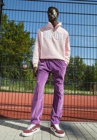 9N1M SENSE - TRACK PANTS UNISEX - Pantalon de survêtement - purple - 1