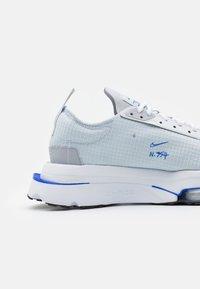 Nike Sportswear - AIR ZOOM TYPE - Sneakers - pure platinum/racer blue/wolf grey/black/white - 5