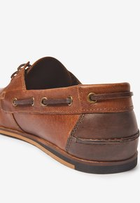 Next - NAVY FORMAL TEXTURED LEATHER BOAT SHOES - Chaussures bateau - brown - 4