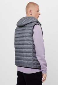 Bershka - MIT KAPUZE  - Veste sans manches - light grey - 2