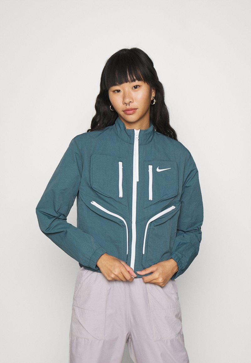 Nike Sportswear - Sportovní bunda - ash green