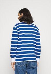 Newport Bay Sailing Club - BOLD STRIPE RUGBY - Polo shirt - light blue - 2