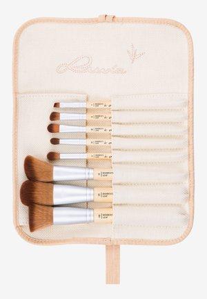 BAMBOO'S LEAF - Makeup brush set - -