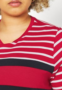 Tommy Hilfiger Curve - TEE REGULAR FIT FLAG - Print T-shirt - classic brenton / primary red - 4