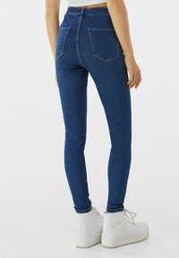 Bershka - SUPER HIGH WAIST - Jeans slim fit - dark blue - 2
