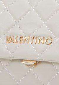 Valentino Bags - OCARINA - Umhängetasche - ecru - 4
