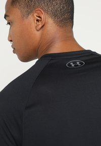 Under Armour - TECH TEE - T-shirts basic - black/graphite - 3