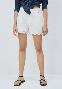 Pepe Jeans - NORA - Shorts - blanco off - 0