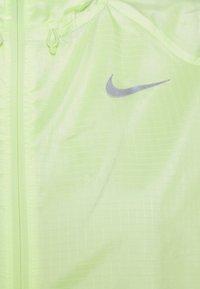 Nike Performance - RUN JACKET - Chaqueta de deporte - barely volt/reflective silver - 2