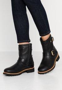 Panama Jack - FELINA IGLOO TRAVELLING - Cowboy/biker ankle boot - black - 0