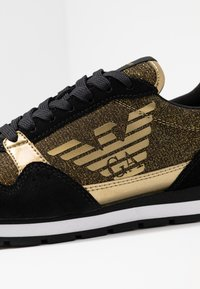 Emporio Armani - Baskets basses - black/gold - 2