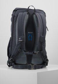 Deuter - WALKER - Turistický batoh - graphite/black - 2