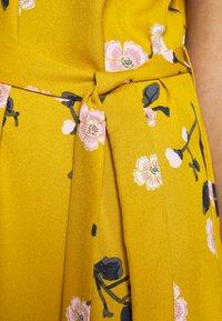 Vero Moda - VMFALLIE SMOCK DRESS - Day dress - chai tea - 5