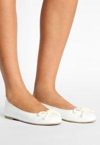 Pretty Ballerinas - SHADE - Ballet pumps - blanco - 0