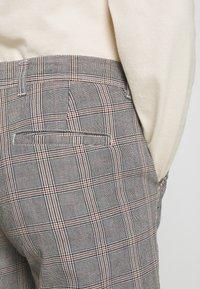 Nerve - DURAN PANTS - Chino kalhoty - grey check - 3