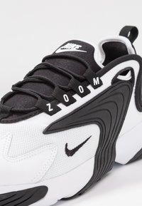Nike Sportswear - ZOOM 2K - Zapatillas - white/black - 5