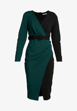CONTRAST DRESS - Vestido de tubo - black/forest green