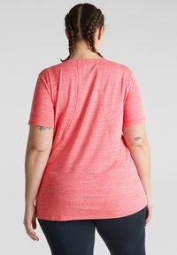 Esprit Sports - MIT SCHMEICHELNDEN ZIER - Basic T-shirt - berry red - 2