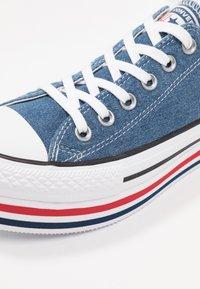 Converse - CHUCK TAYLOR ALL STAR PLATFORM LAYER - Joggesko - ensign blue/white/black - 2