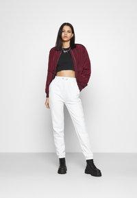 Nike Sportswear - AIR CROP - Triko spotiskem - black/white - 1