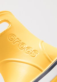 Crocs - CROCBAND RAIN BOOT - Holínky - yellow/navy - 2