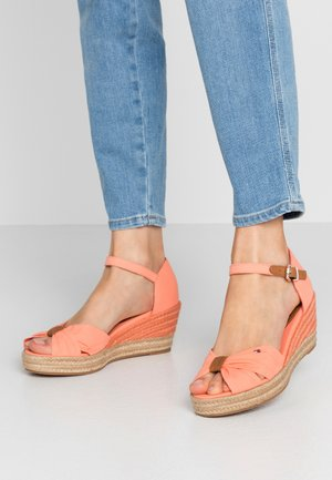 BASIC OPENED TOE MID WEDGE - Espadrilky - island coral