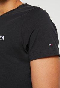 Tommy Hilfiger - LOGO TEE - T-shirts print - blue - 5
