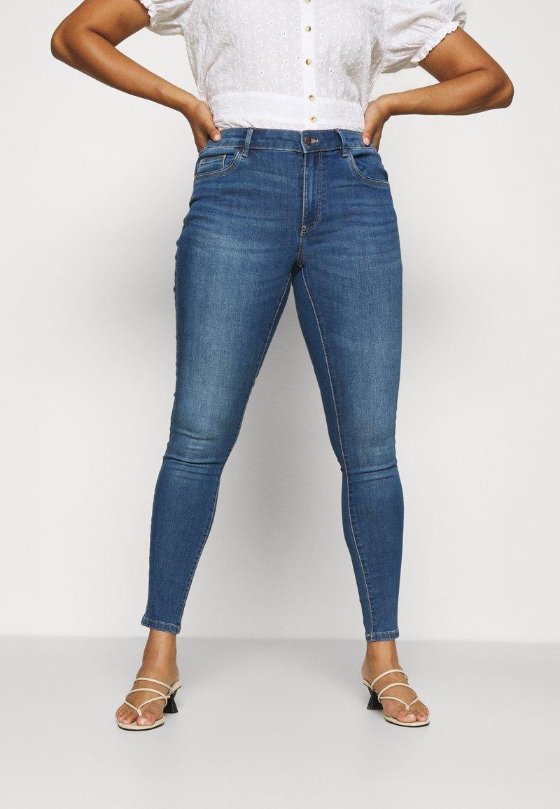 ONLY Carmakoma - CARSALLY LIFE - Jeans Skinny Fit - medium blue denim