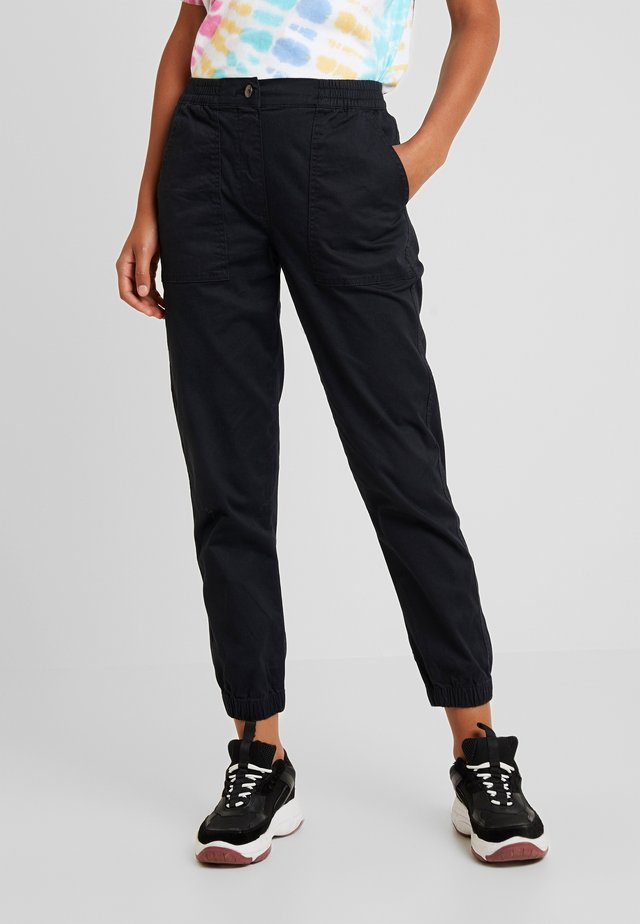 MID RISE CUFFED - Pantalones - washed black