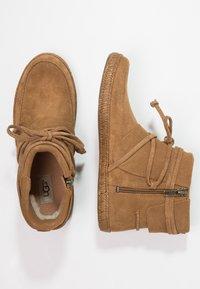 UGG - REID - Boots à talons - chestnut - 2