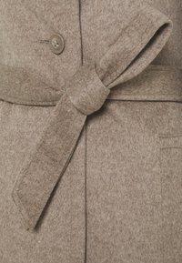 Sand Copenhagen - CLARETA BELT - Classic coat - camel - 2