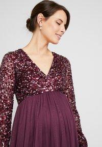 Maya Deluxe Maternity - V NECK BISHOP SLEEVE DELICATE SEQUIN DRESS - Vestido de fiesta - berry - 4
