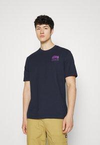 adidas Originals - FLMOUNT TEE - Print T-shirt - legend ink - 3
