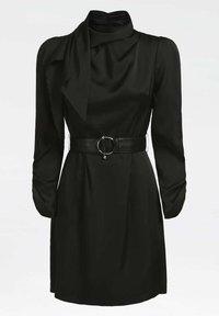 Guess - MIT GÜRTEL ANIMALPRINT - Etui-jurk - schwarz - 1