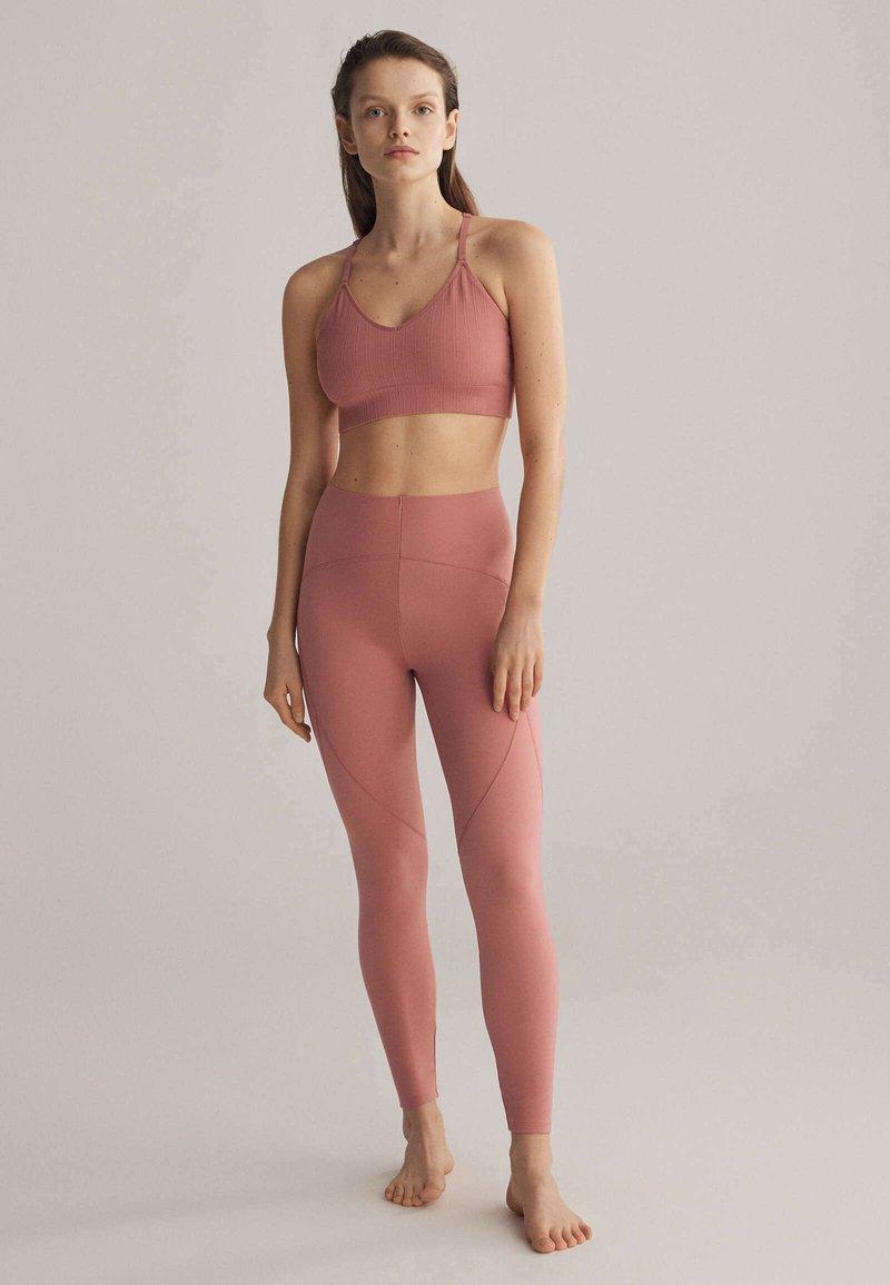 OYSHO - Light support sports bra - rose