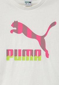 Puma - CLASSICS TEE - T-shirt con stampa - white - 2