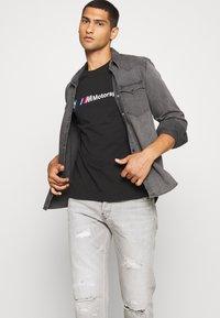 Puma - BMW MMS LOGO TEE - Print T-shirt - black - 4