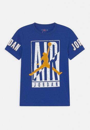 HEIGHT ADVANTAGE - T-shirt med print - racer blue