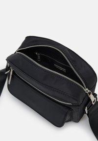 HVISK - HALLI - Across body bag - jet black - 2
