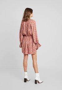 Missguided - PURPOSEFUL PLUNGE FRILL SLEEVES MINI DRESS - Day dress - blush - 2