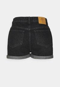 ONLY Petite - ONLBAY LIFE MOM - Shorts di jeans - black denim - 1