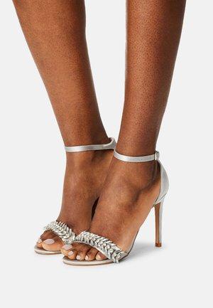 CHRISTAL - Sandály na vysokém podpatku - grey