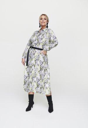 BLUSENKLEID MIT WEBGÜRTEL - Shirt dress - mehrfarbig