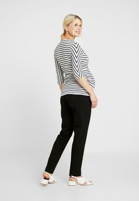 Dorothy Perkins Maternity - BALET WRAP NURSING TOP STRIPE - Langærmede T-shirts - navy - 2