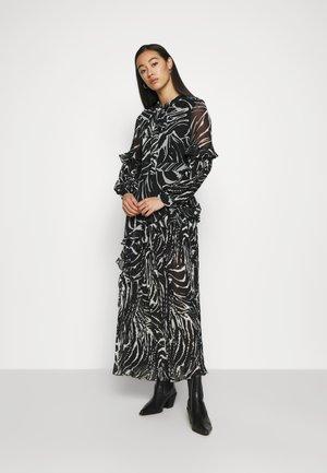 ZEBRA PLEATED - Długa sukienka - mono